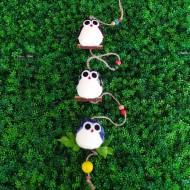 mobile décoratif pour la chambre d'un enfant composé de trois hiboux super chouette et personnalisés
